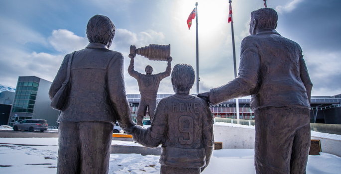Statue of Wayne Gretzky with family looking on.