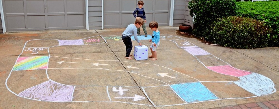 Blog-Sidewalk-Chalk-Game